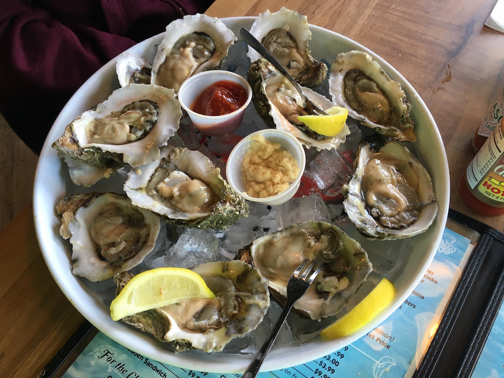 Oyster House Happy Hour oyster plate; $7.50/dozen! YUM!!