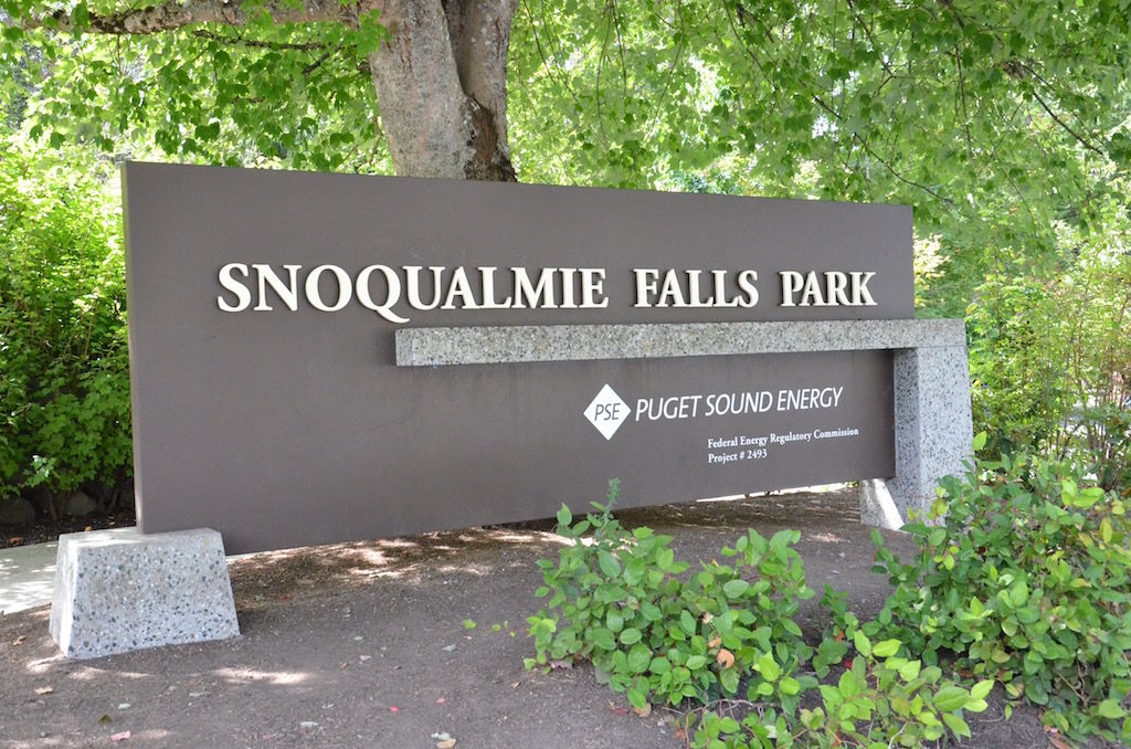 We also went on a day trip with Doug and Cindy to see Snoqualmie Falls just outside of Bellevue
